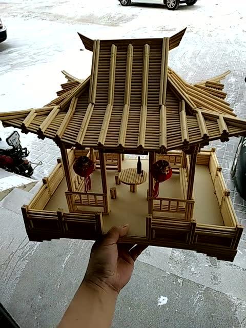 大哥用筷子制作的亭子,这工艺品好看呀
