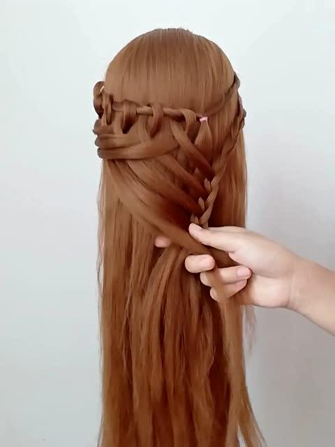 靓姐编发:巨蟹座专属发型图片