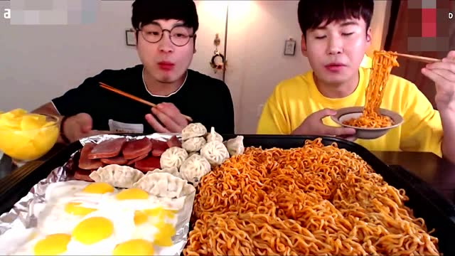 韩国大胃王:吃播donkey吃火鸡面,这吸溜哗啦的声音