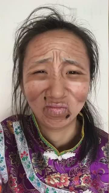 自拍老婆婆愹�_满脸皱纹的老婆婆化妆后返老还童