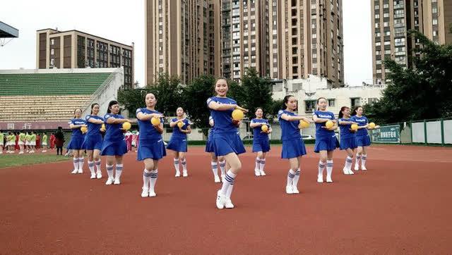 映容雪广场舞《微笑》韵律操12人简单变队形图片