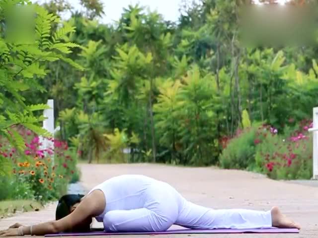 阴瑜伽体式:睡天鹅式 深度开髋图片