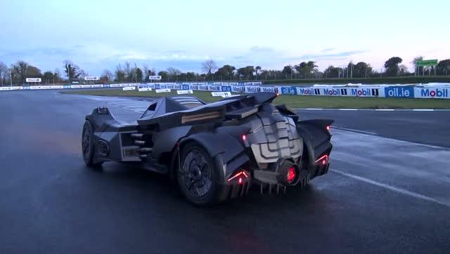 太酷炫了,最新测试蝙蝠侠跑车batmobile