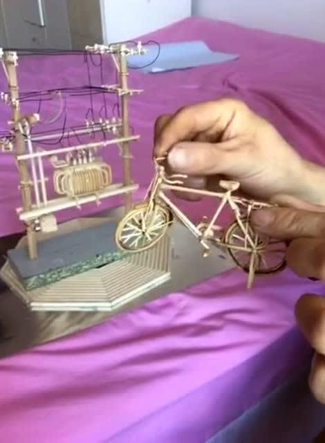 某富二代用牙签打造的纯手工自行车!