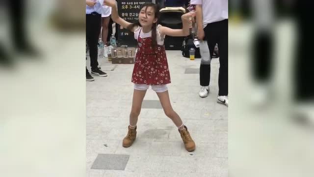 12岁小姑娘这舞跳的 长大了不得了啊