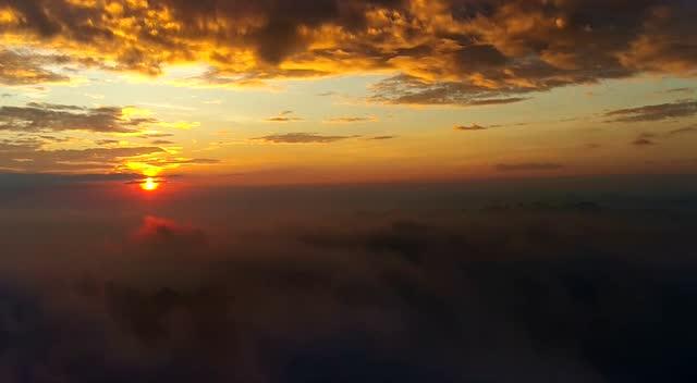 航拍川河盖风景区,云雾层真壮观