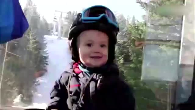 萌宝:可爱外国小萌宝单板滑雪 有模有样,好酷啊