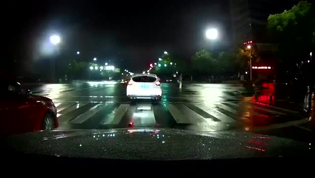 夜间雨天的风景