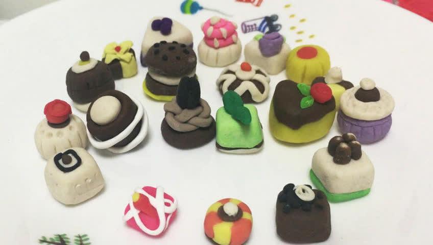 玩具视频 亲子游戏 橡皮泥手工制作巧克力奶油包,白色奶油蛋糕