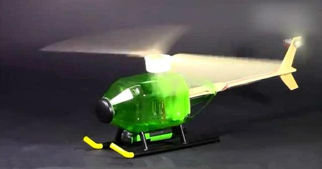 牛人用废弃饮料瓶制作一个小直升机,雪糕杆当旋翼转速