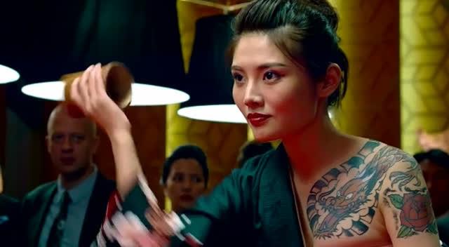 张家辉玩筛子虐死日本筛盅女王,简直就是变魔术图片