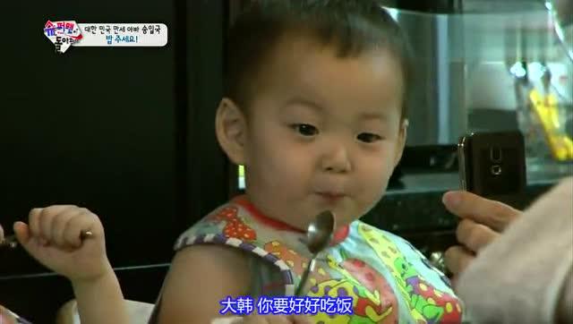 民国宝宝手机视频向妈妈撒娇,唱三只熊太萌太可爱了
