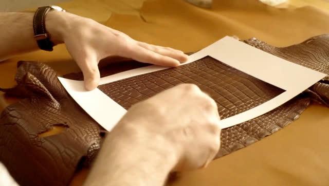 妙手匠心:鳄鱼皮包的手工制作流程