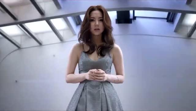 邓紫棋最新歌曲《光年之外》好听图片