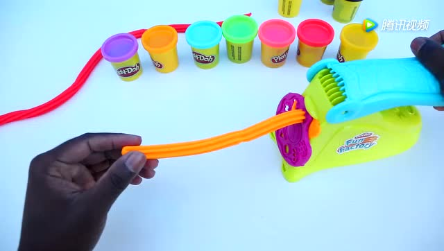 彩泥diy玩具!用工具制作彩虹卷卷棒棒糖