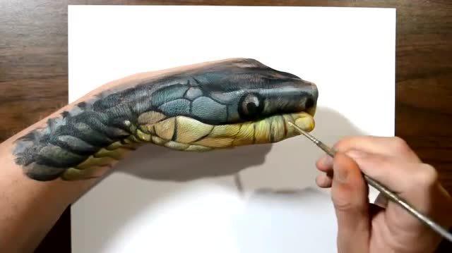 手绘牛人画出超逼真的动物 这是手还是蛇头?
