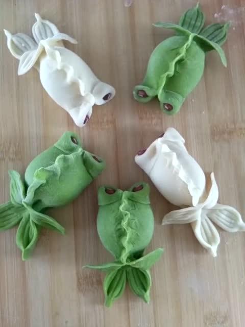 实拍有动物形状的花式饺子的制作过程