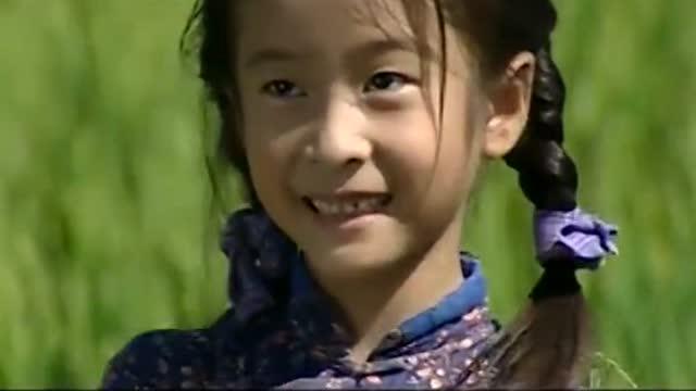 电视剧 回到家乡,福贵发现女儿都不认识自己了,跳起花鼓灯逗她!