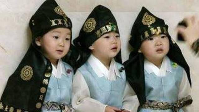 民国三胞胎韩国超人气小明星 简直是太可爱啦!