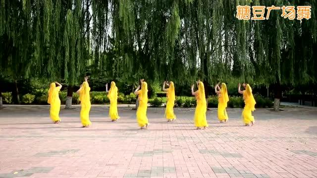 云裳广场舞《美丽的神话》图片