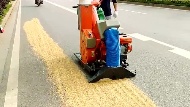 新发明的高速收谷机,在农村相当实用,大家看完给个评价!