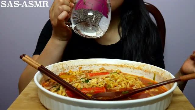 大胃王sas姐 asmr吃的声音 超辣方便面图片