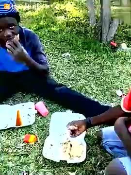非洲人吃饭跟打仗一样图片