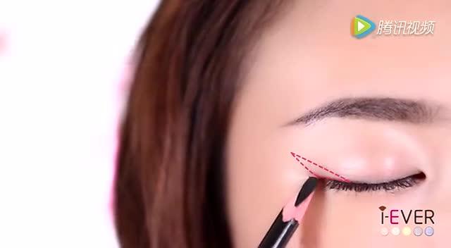 初学者如何画眼线,原来这么简单!