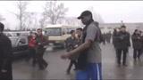 视频:罗德曼率团访朝鲜 豪华车队享优等待遇