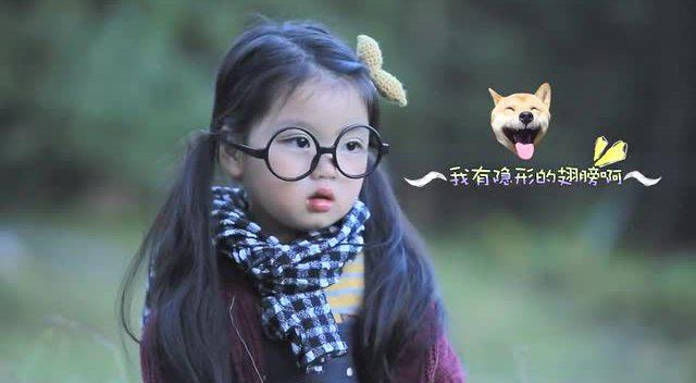 这小姑娘太可爱了!好像是爸爸去哪儿