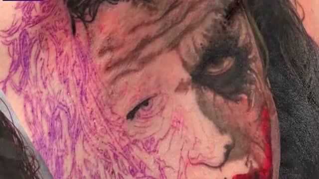 """顶尖国际级纹身大师徒手完成蝙蝠侠里的""""小丑""""佳作!"""