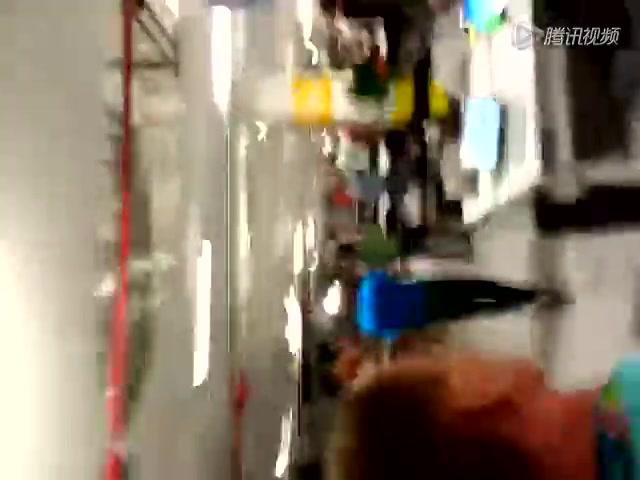 智利球迷闯入新闻中心引骚动截图