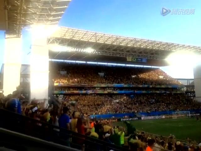 哥伦比亚进球 球迷欢呼雀跃截图