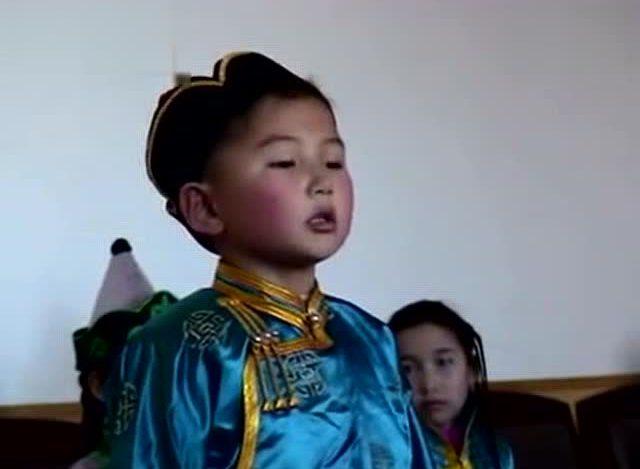乌达木小时候清唱《小白兔》4岁就那么厉害了!