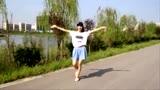 小媳妇一首《路边的野花不要采》歌声嘹亮舞姿优美!