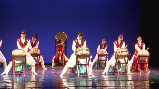 北京舞蹈学院中国舞考级 一级 前压腿图片