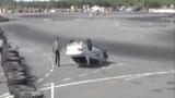 实拍车手漂移比赛失控撞车