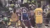 篮球架质量最好的测试师!大学的奥尼尔不仅虐哭对手还虐哭篮筐!头像