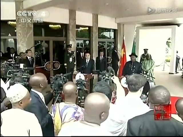 李克强与尼日利亚总统共同会见记者截图
