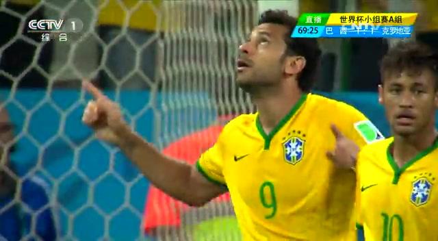 【争议】弗雷德禁区摔倒 巴西获点球截图