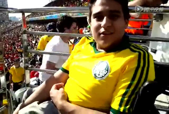 巴西残疾大学生现场为智利助威截图