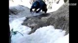 和死神赛跑 攀岩者在融雪坠落最后时刻获救