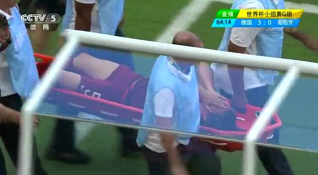 【伤退】科恩特朗奋力接球 拉伤大腿提前下场截图