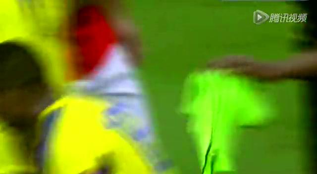 【红牌】斯特林瓦伦西亚互掐脖子 红牌双双罚下截图