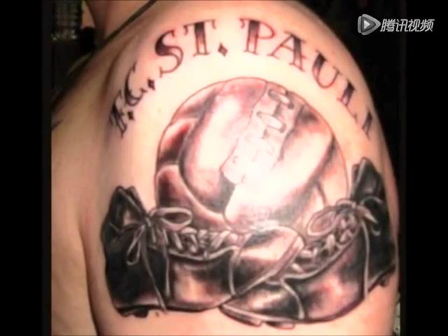 希腊老将耶卡斯的中文纹身则纹在他右手臂的内侧图片