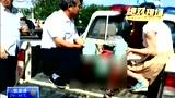 实拍客车撞上大货车 女子被削掉一只脚