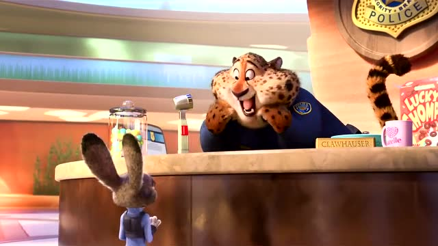 《疯狂动物城》中,除了树懒,最爱这只圆滚滚的前台豹子.