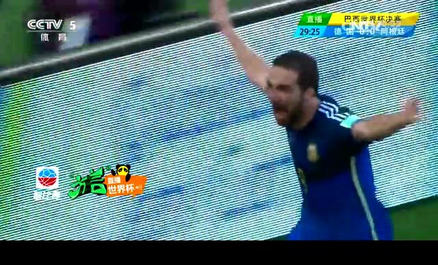 韩乔生忘情呐喊伟大的阿根廷!可惜伊瓜因越位在先截图