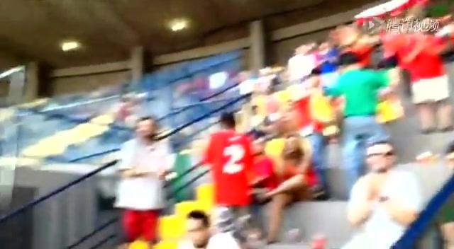 烈日酷暑难档智利球迷 南美激情点燃旧观赛区截图