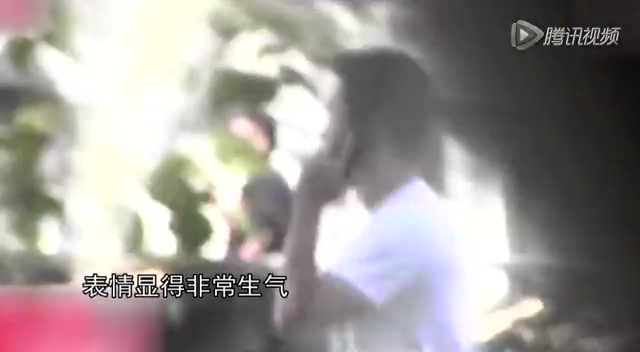 """吴京发飙痛责""""娘家人""""霍思燕穿露背裙秀性感雪肌截图"""